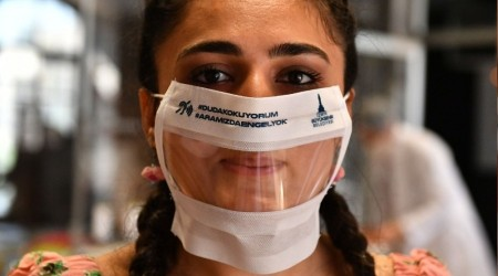 Şeffaf maskeye rekor talep